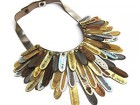 inv16-plumas-collar-metal-th
